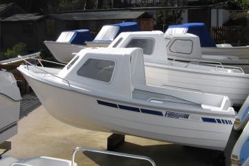 """Cabina opcional, apresentada no modelo antecessor """"420 Pescador"""""""